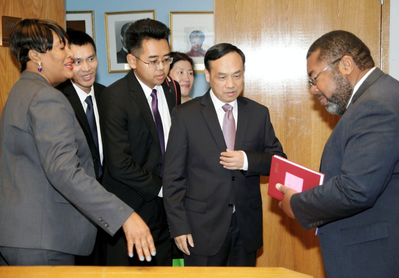 Acting Minister of Foreign Affairs&Chinese Ambassador May 24, 2016. .  038040