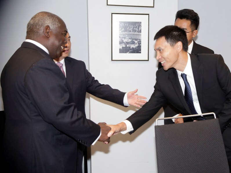 Acting Minister of Foreign Affairs&Chinese Ambassador May 24, 2016. .  038046