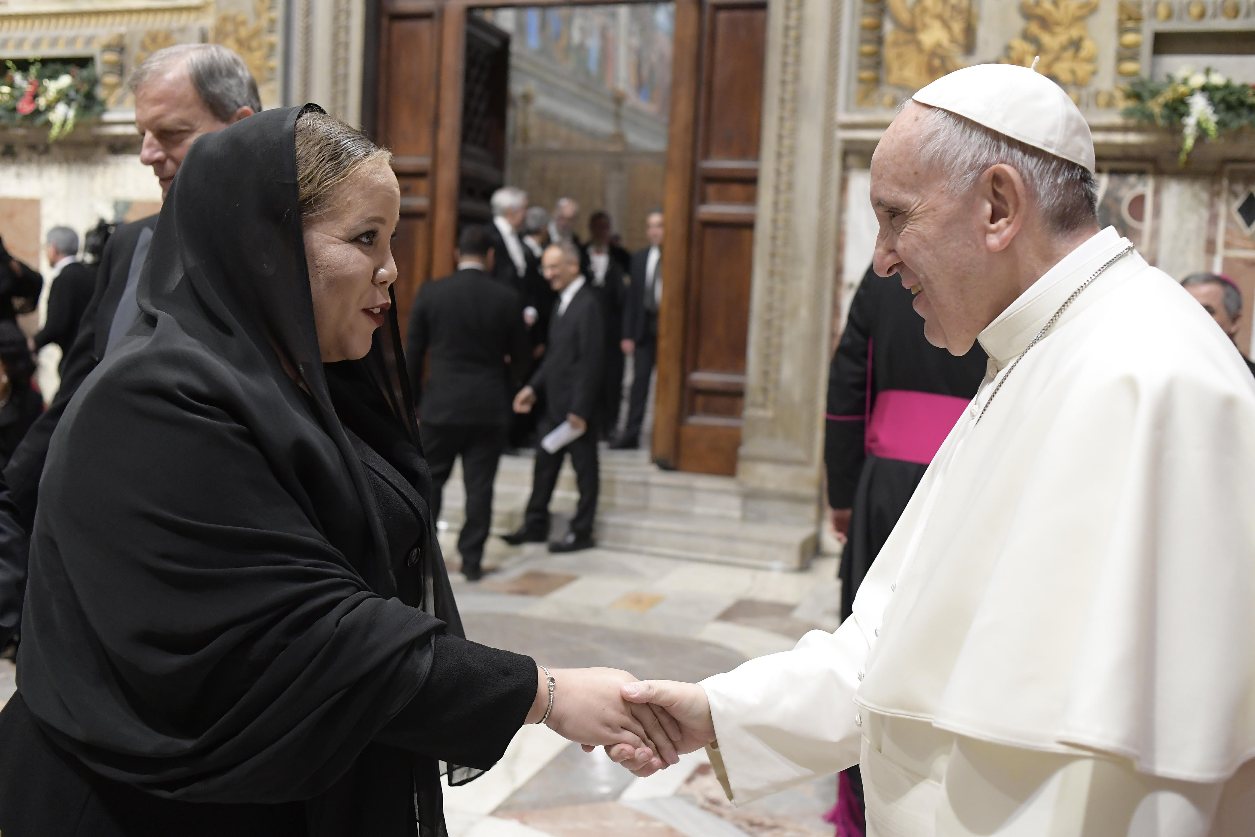 foreign service officer deandra cartwright meets pope francis at 05827 09012017